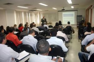 O instrutor Edison Almeida ministrou o segundo módulo do curso para servidores de órgãos federais, estaduais e municipais