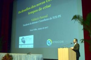 O presidente da Atricon, conselheiro Valdecir Pascoal, ministrou a palestra magna de abertura do seminário realizado pelo TCE rondoniense