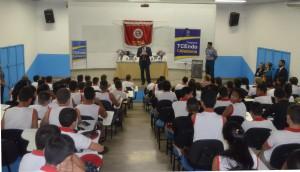 O conselheiro presidente Edilson de Sousa falou aos alunos do Colégio Tiradentes sobre os objetivos do programa