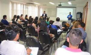O conselheiro-substituto Francisco Júnior e o assessor Cláudio Uchôa são os instrutores da capacitação, que tem 16 horas-aula