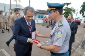 O presidente do TCE, conselheiro Edilson de Sousa, foi condecorado com a Medalha Dom Pedro II