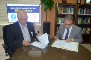 O acordo foi assinado pelo diretor-geral do Detran, José de Albuquerque, e o conselheiro presidente Edilson de Sousa