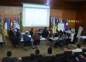 A servidora  Cleice de Pontes Bernardo ministrou a oficina de redesenho de fluxos internos
