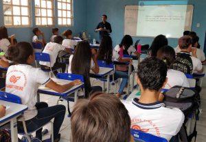 O servidor João Ferreira apresentou aos estudantes canais de acesso ao TCE-RO