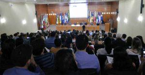 A instrutora Cleice de Pontes Bernardo repassa os conhecimentos e tira duvidas dos jurisdicionados sobre elaboração de termo de referência