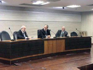 O conselheiro Valdivino Crispim participou da mesa de abertura do evento realizado no Tribunal de Justiça