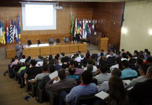 A capacitação está sendo ministrada pelo auditor de controle externo do TCE-RO, José Fernando Domiciano