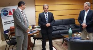 Os presidentes Edilson de Sousa (TCE-RO) e Elton Assis (OAB-RO) participaram do lançamento da campanha de doação de livros para o Boas Contas