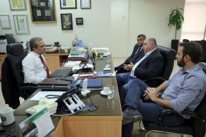 O presidente do TCE, conselheiro Edilson de Sousa, recepcionou os diretores da Energisa Rondônia