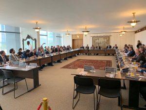 O conselheiro Edilson de Sousa (CNPTC e TCE-RO) participou dos debates, que envolveram representantes dos TCs e do Judiciário, entre outros